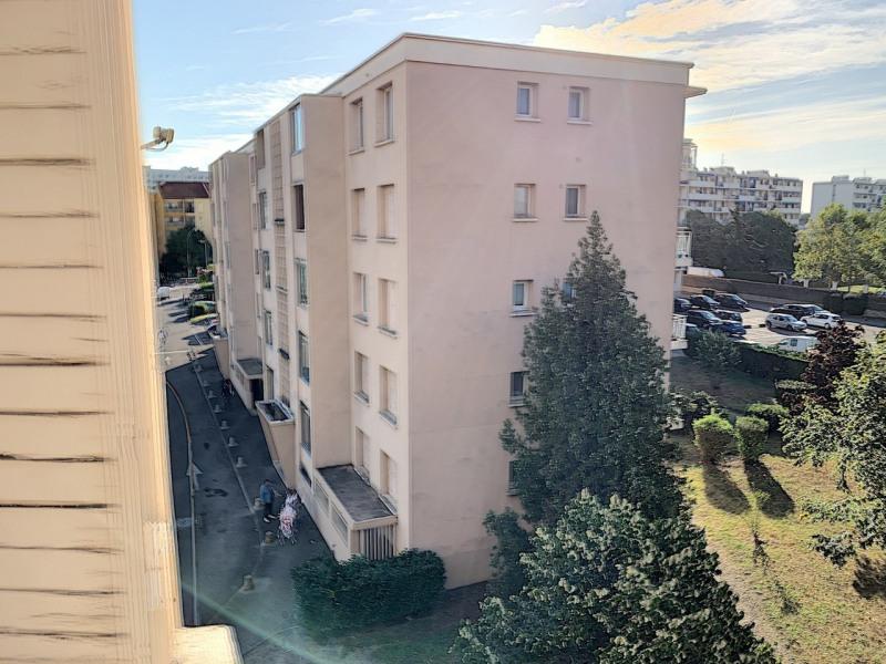 Revenda apartamento Lyon 8ème 139000€ - Fotografia 9