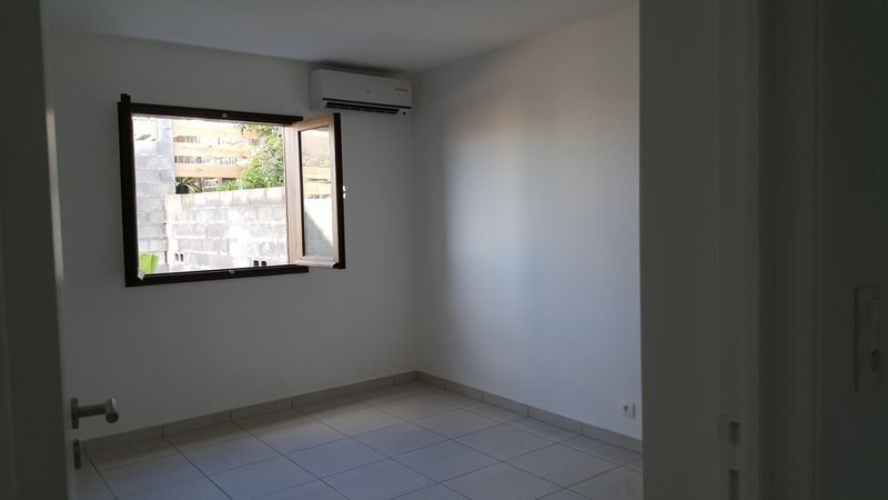 Location maison / villa Petite ile 610€ +CH - Photo 3