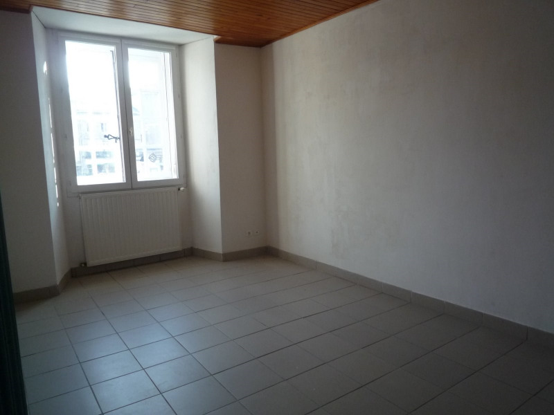 Rental apartment St agreve 430€ CC - Picture 3