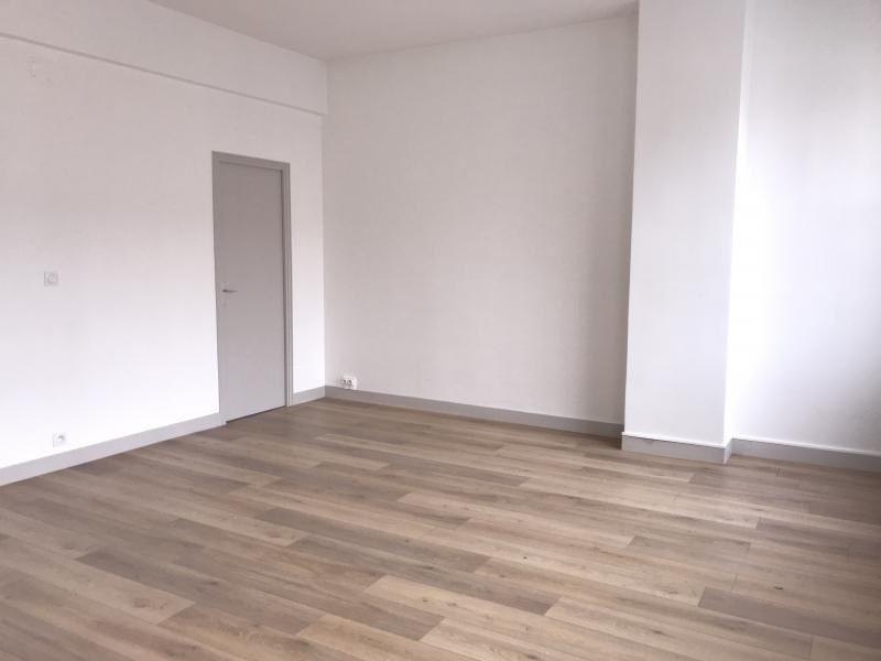 Location appartement Paris 10ème 1 625€ CC - Photo 5