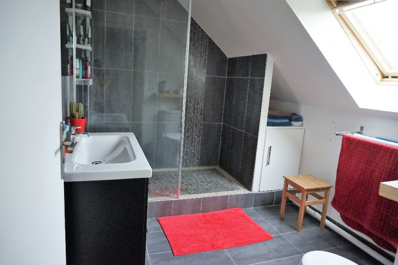 Sale house / villa Laval 180000€ - Picture 4