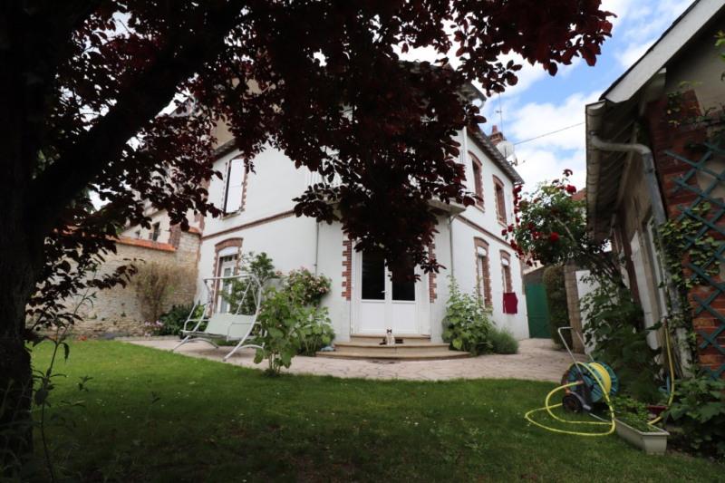 Sale house / villa Montargis 243000€ - Picture 1