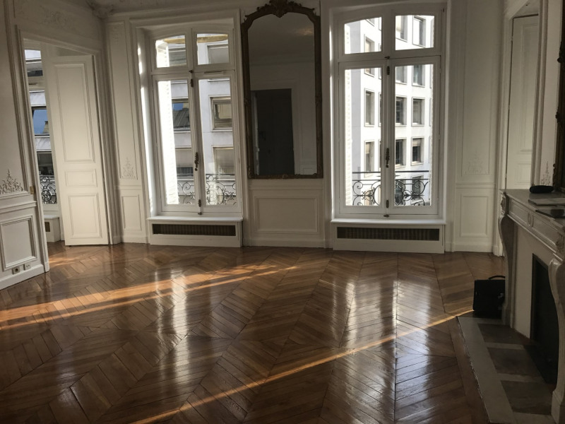 Rental apartment Paris 8ème 3 968€ CC - Picture 1