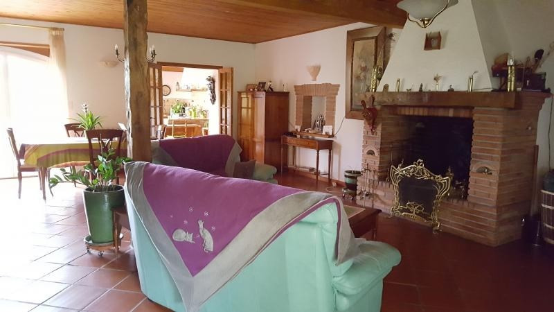 Sale house / villa L isle jourdain 441 000€ - Picture 2