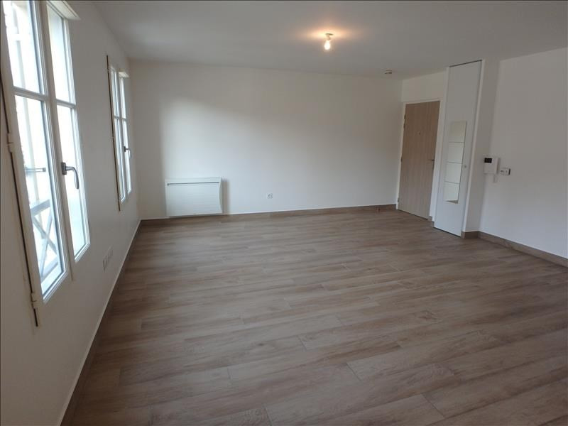 Rental apartment Buc 1063€ CC - Picture 2