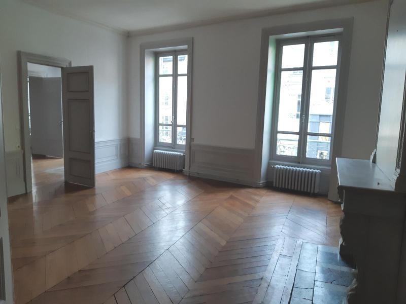 Location appartement Villefranche sur saone 768,42€ CC - Photo 1