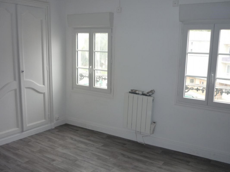 Rental apartment Lisieux 380€ CC - Picture 2