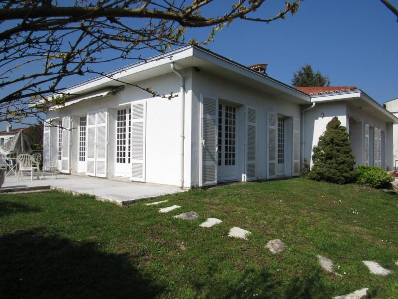 Sale house / villa Saint-jean-d'angély 273245€ - Picture 1