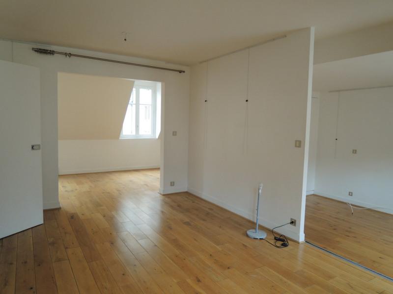 Location appartement Paris 3ème 2731,70€ CC - Photo 3