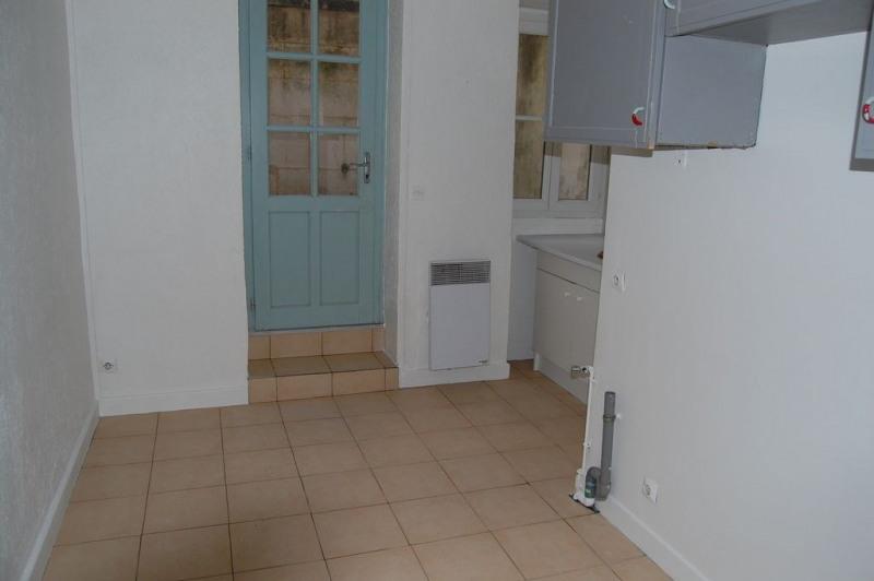 Location maison / villa La rochelle 842€ CC - Photo 2