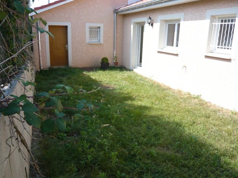 Location maison / villa Janneyrias 948€ CC - Photo 4