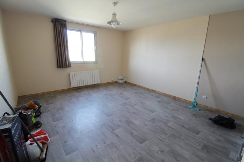 Rental apartment Maurepas 770€ CC - Picture 2