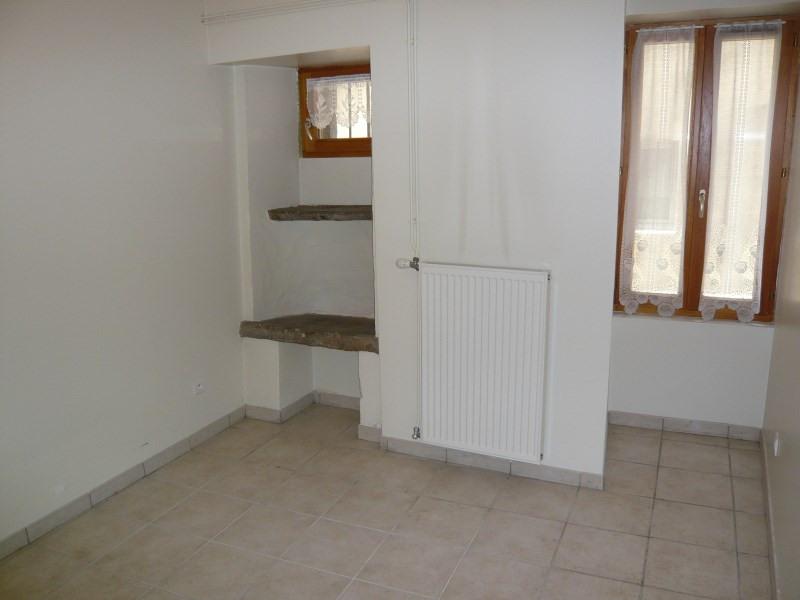 Location appartement Cremieu 392€ CC - Photo 4