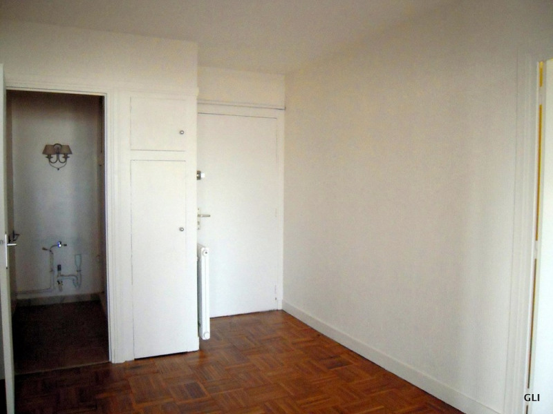 Rental apartment Ecully 1 050€ CC - Picture 2