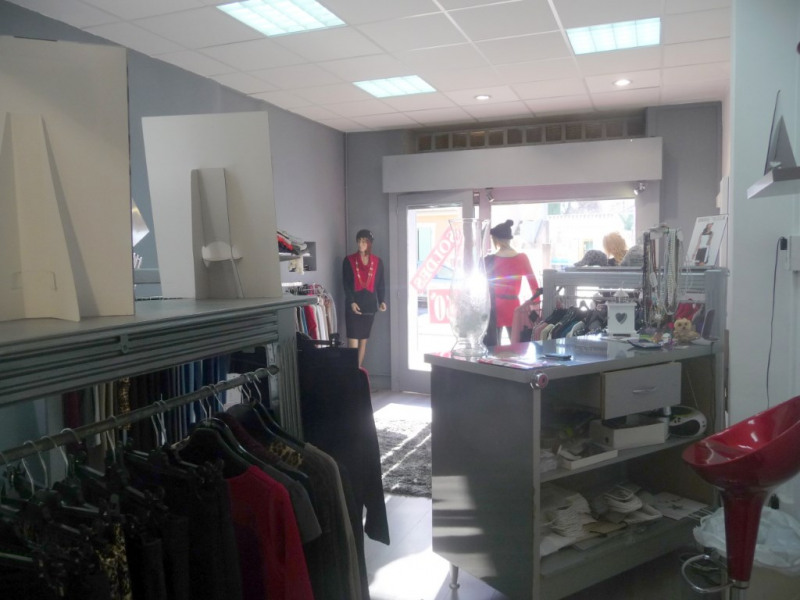 Location local commercial Les milles 790€ CC - Photo 3