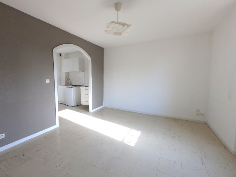 Rental apartment Les milles 598€ CC - Picture 1