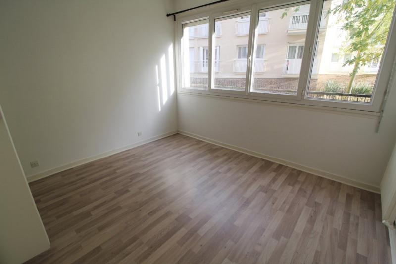 Rental apartment Maurepas 891€ CC - Picture 5