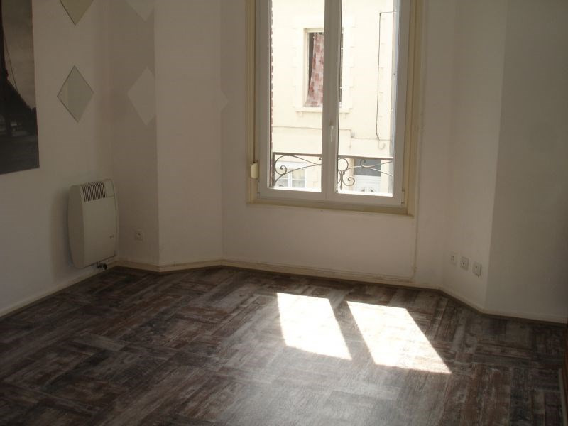 Location appartement Saint quentin 241€ CC - Photo 2