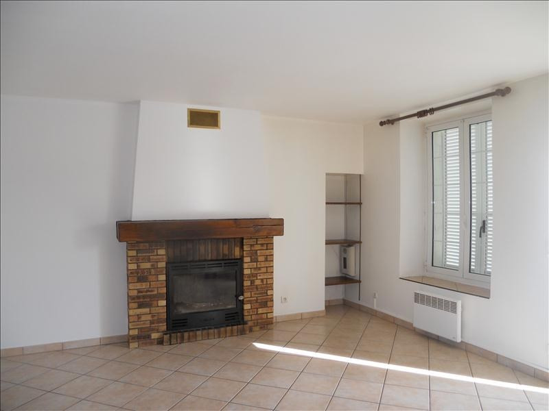 Location maison / villa Marolles 736€ CC - Photo 1