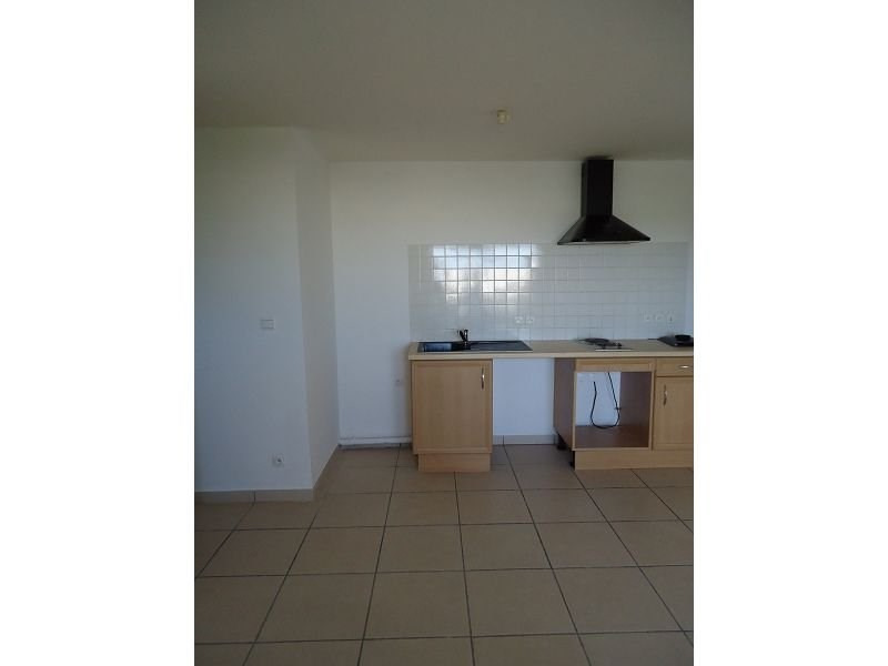 Location appartement St denis 537€ CC - Photo 1