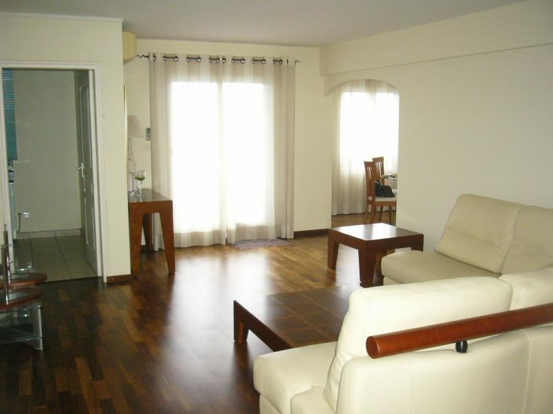 Rental apartment St denis 1 050€ CC - Picture 2