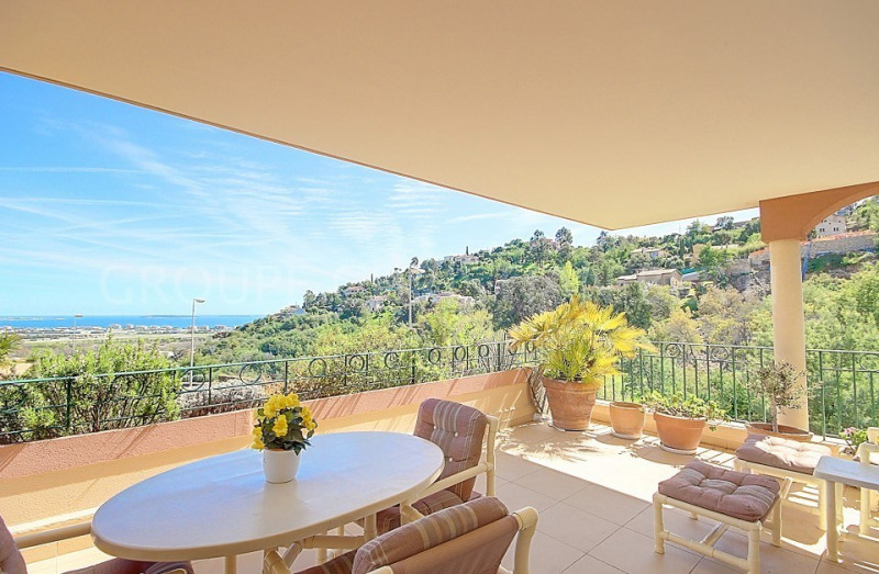 SOLE AGENT - BRIGHT 4 BEDROOM APARTMENT WITH LARGE TERRACE