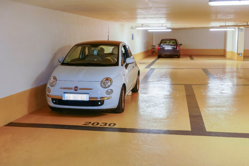 Rental parking spaces Courbevoie 90€ CC - Picture 1