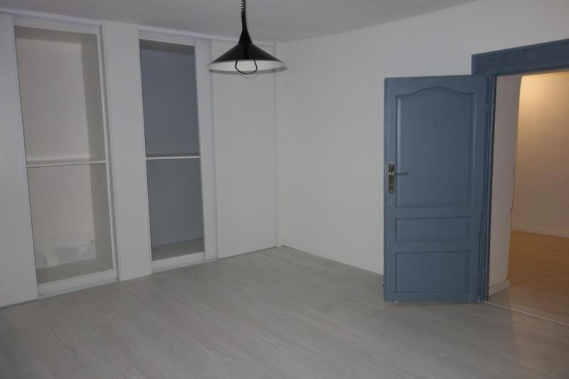 Location maison / villa Chessy 1 100€ CC - Photo 5