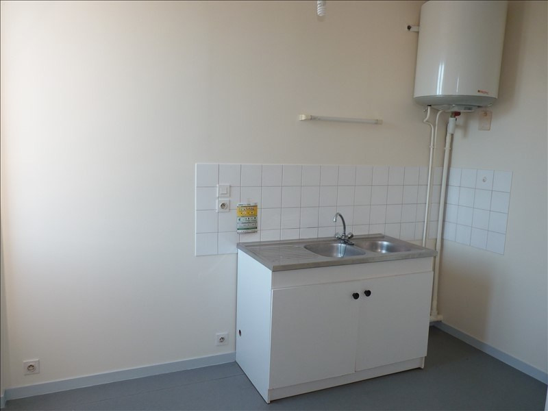 Rental apartment La roche sur yon 354€ CC - Picture 3