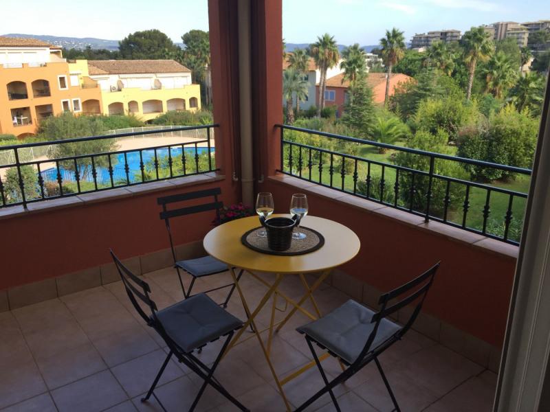 Rental apartment Cavalaire sur mer 1053€ CC - Picture 1