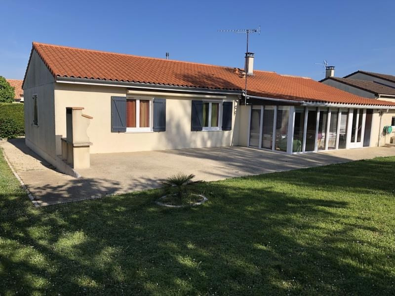 Sale house / villa Iteuil 198 000€ - Picture 1