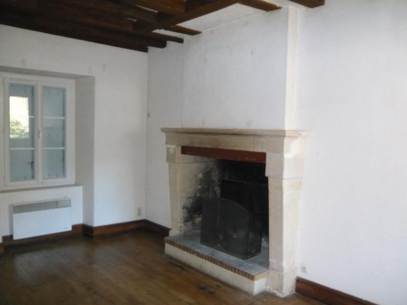 Sale house / villa Meslay du maine 79500€ - Picture 2