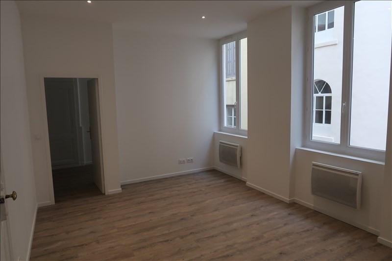 Rental apartment Lyon 6ème 840€ CC - Picture 2