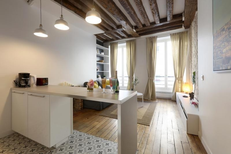 Location appartement Paris 3ème 2 350€ CC - Photo 1