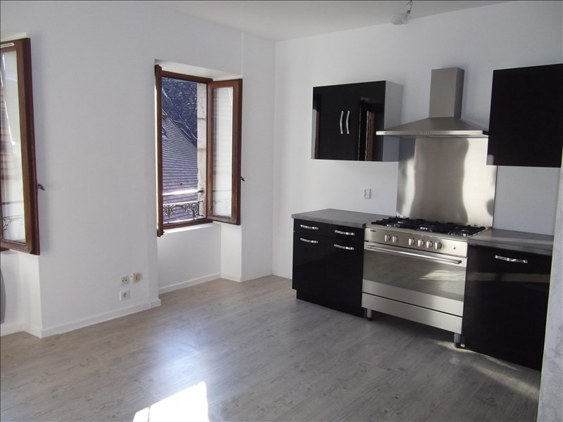 Rental apartment Yenne 470€ CC - Picture 1