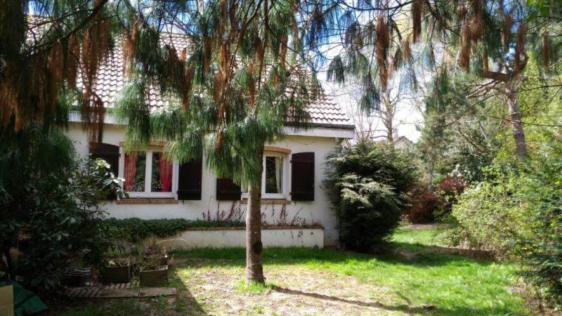 Sale house / villa Noisy le roi 715000€ - Picture 1