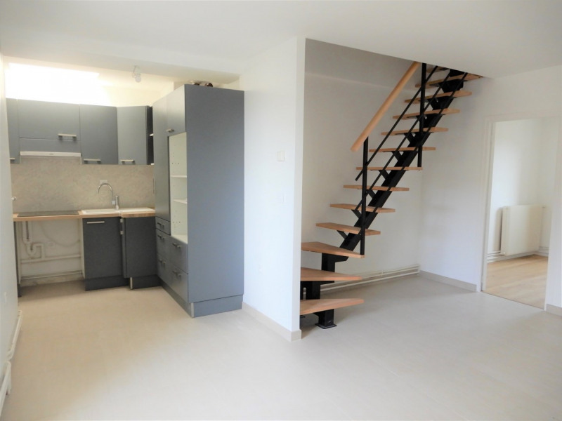 Rental apartment Mennecy 850€ CC - Picture 1