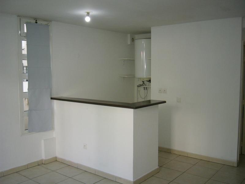 Rental apartment St denis 733€ CC - Picture 4