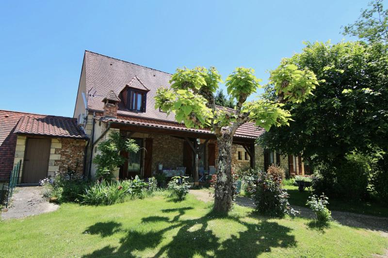 Sale house / villa Meyrals 380000€ - Picture 1