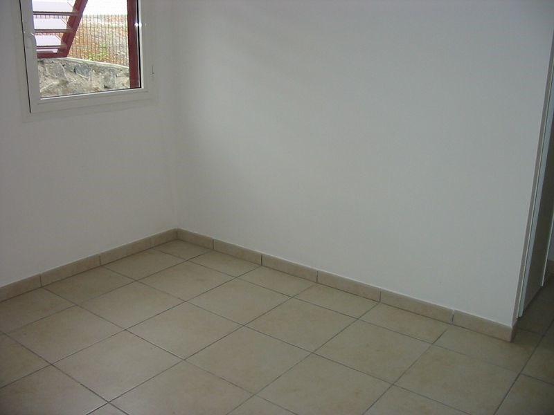 Location appartement Ste clotilde 705€ CC - Photo 6