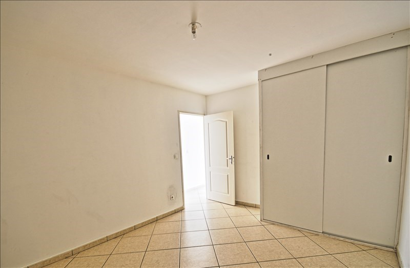 Rental apartment Saint denis 804€ CC - Picture 2