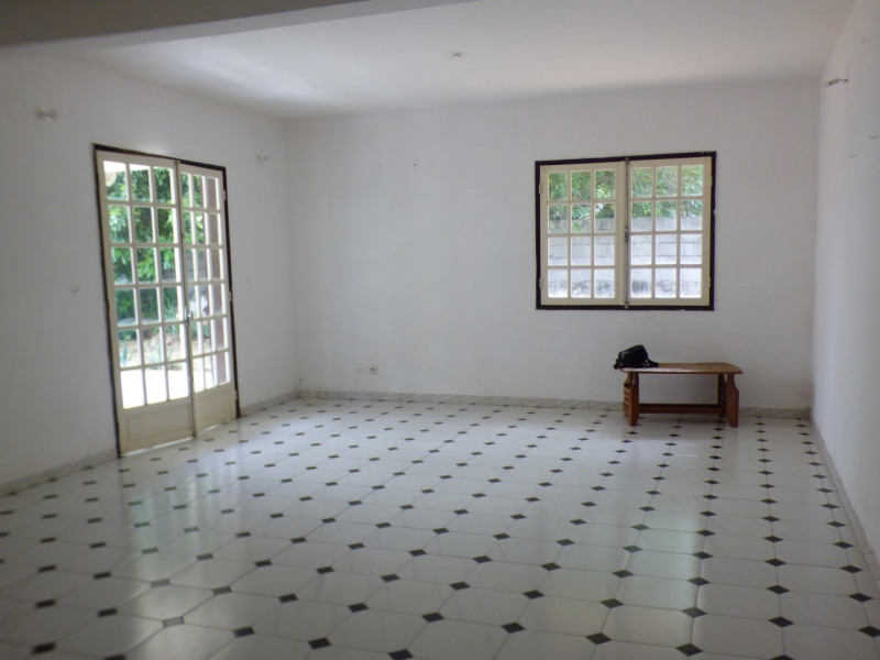 Rental house / villa St louis 1 020€ CC - Picture 2