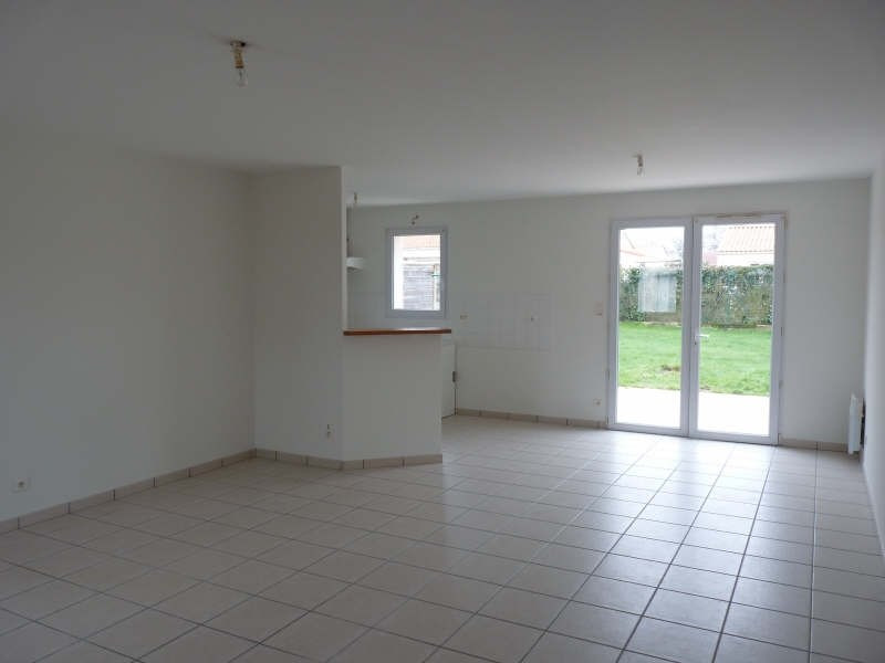 Location maison / villa Dompierre sur yon 690€ CC - Photo 2