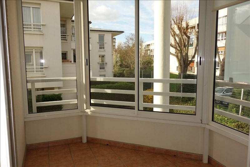 Rental apartment Le chesnay 970€ CC - Picture 2