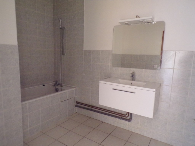 Location appartement Romans sur isere 610€ CC - Photo 4