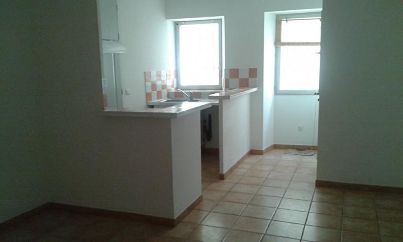 Rental apartment Meyrargues 520€ CC - Picture 1