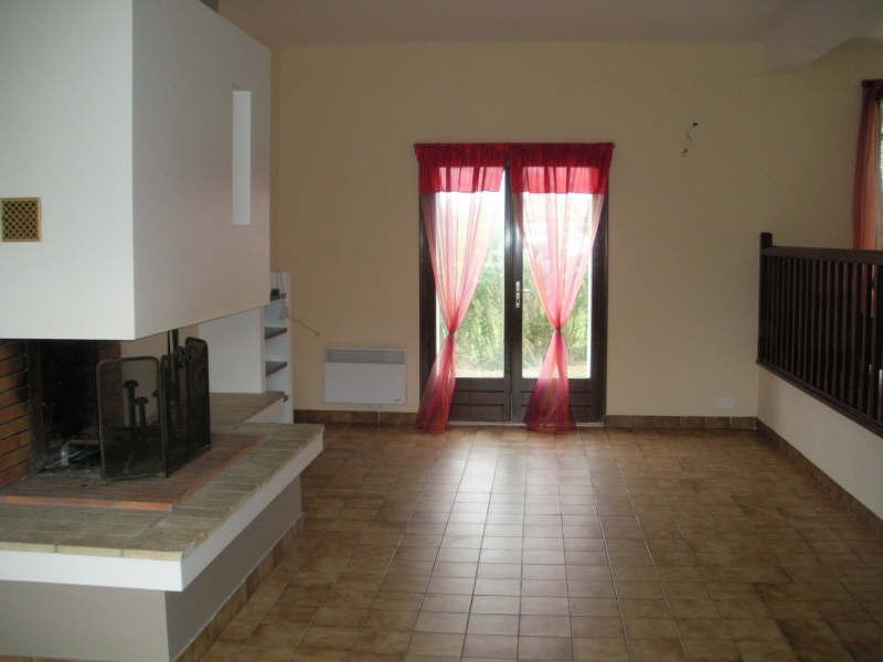Location maison / villa Saint pabu 656€ CC - Photo 3