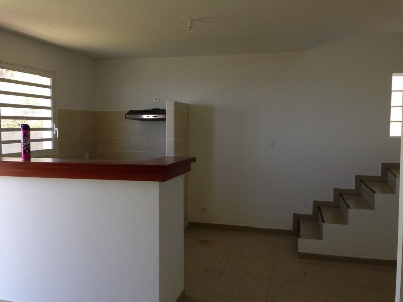 Location maison / villa Petite ile 680€ +CH - Photo 1