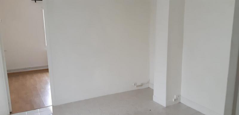 Rental apartment Carrieres sur seine 845€ CC - Picture 1