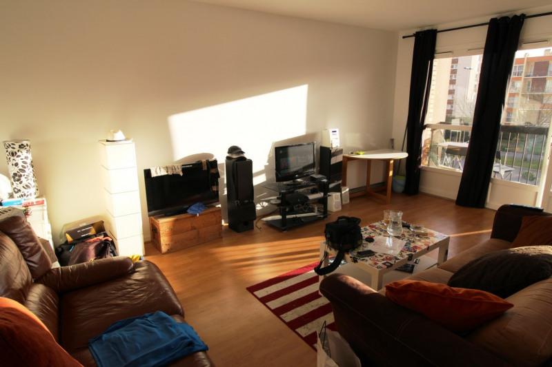 Rental apartment Maurepas 670€ CC - Picture 1